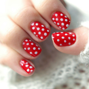 red-dots-nails