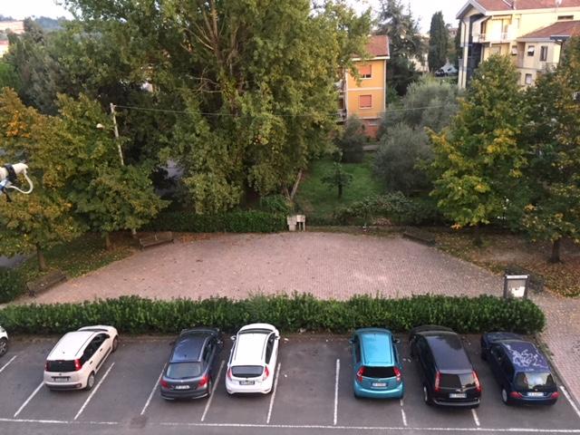 Il parcheggio al crepuscolo