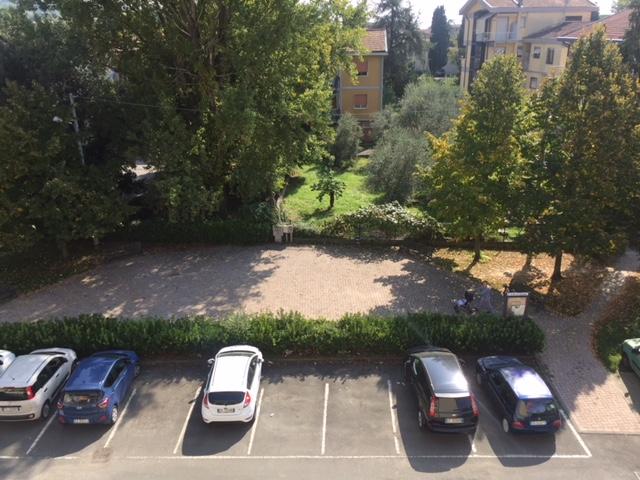 Lo stesso parcheggio qualche ora più tardi